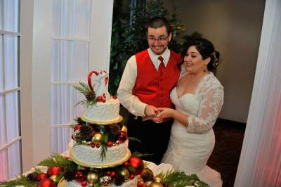 Christmas Red Wedding Cake