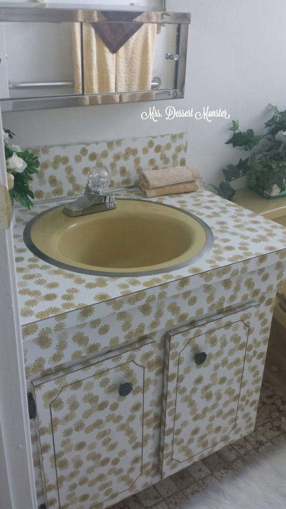 Guest Bathroom Remodel - In Yellow! (3/6)